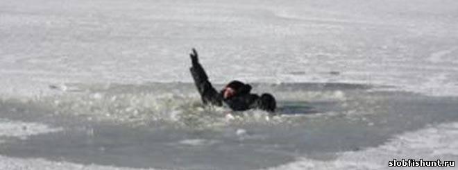 Рыбаки провалились под лед