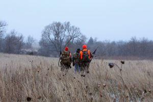 охотники в поле