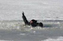 Во время рыбалки провалился под лед глава района в Кировской области