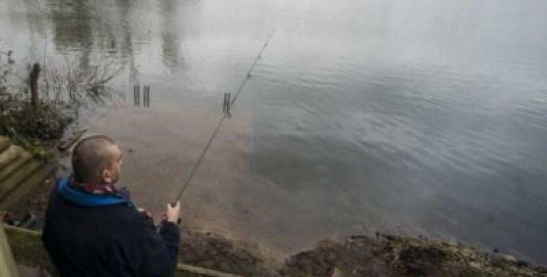 Пенсионер поменял дом и семью на озеро с удочкой