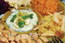 Салат витаминный с форелью